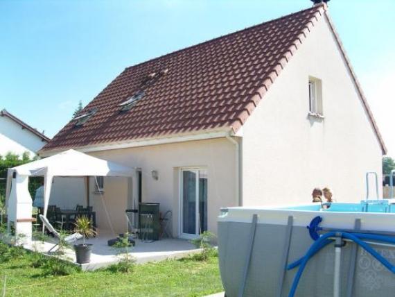 Maison 2010, 5 chambres, mezzanine, garage et jardin