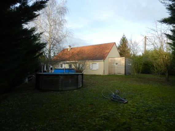 20 minutes de Longvic, maison de plain pied belles prestations, sans vis à vis, 4 chambres, jardin clos, garage 28 m²